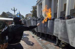 Protesters against changes to Ukrainian Constitution clash with police in front of Ukrainian Parliament in Kiev, Ukraine, 31 August 2015 as lawmakers accepted the project to changing Ukrainian Constitution about decentralization of power in first reading. A grenade exploded outside Ukraine's parliament 31 August during a protest as legislators voted in favour of a draft law to give special status to the eastern regions that are locked in a conflict between the Ukrainian military and pro-Russian separatists. Local media reports said that the grenade was thrown into a cordon of police and national guardsmen in Kiev. Dozens of people were reportedly injured.  ANSA/SERGEY DOLZHENKO