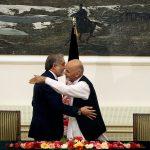 Kabul, una poltrona per due. Il presidente non basta