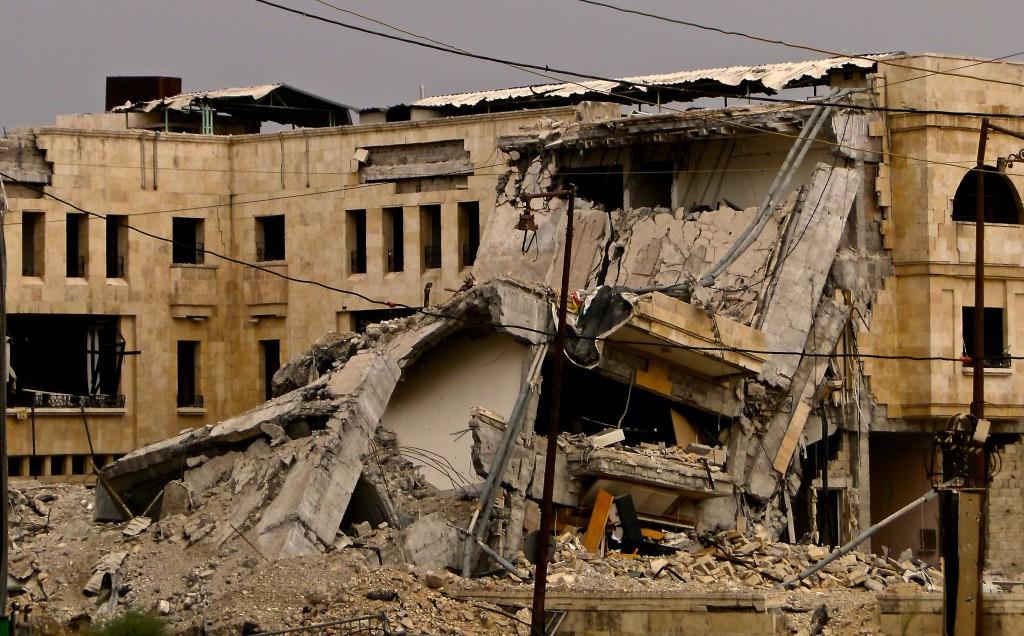 Tra le macerie di Aleppo che il mondo non vuol vedere