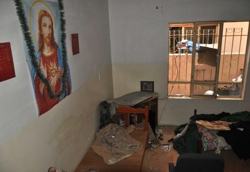 1416783089-1416783089-1416782884-casa-cristiana-saccheggiata