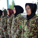 Quelle donne coraggio con burqa e mimetica