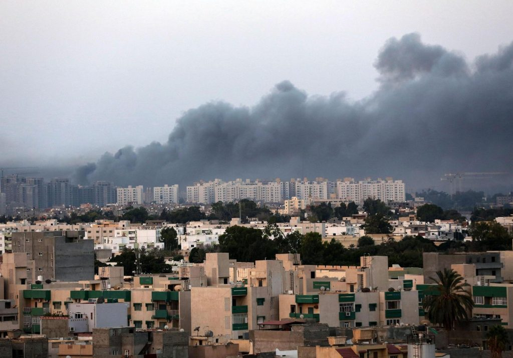 Smoke fills the sky over Tripoli after fighting between militias of 'Libya Fajr' (Dawn of Libya) and 'Karama' (Dignity) in Tripoli, Libya, 23 August 2014. ANSA /STR