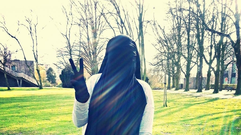 Maysa e il suo radicale cambiamento. Questa-foto è stata scattata pochi giorni prima della data in cui sarebbe dovuta per la Siria