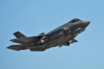 Un caccia F-35A prodotto dalla Lockheed Martin.  REUTERS/U.S. Air Force photo/Randy Gon/Handout