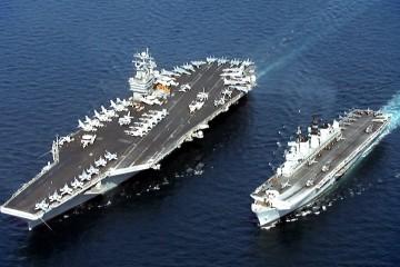 USS_John_C._Stennis_(CVN-74)_&_HMS_Illustrious_(R_06)