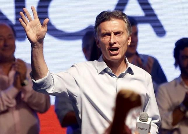 Mauricio Macri, presidential candidate of Cambiemos (Let's Change) coalition waves to his supporters after election in Buenos Aires, Argentina, October 25, 2015.  REUTERS/Agustin Marcarian