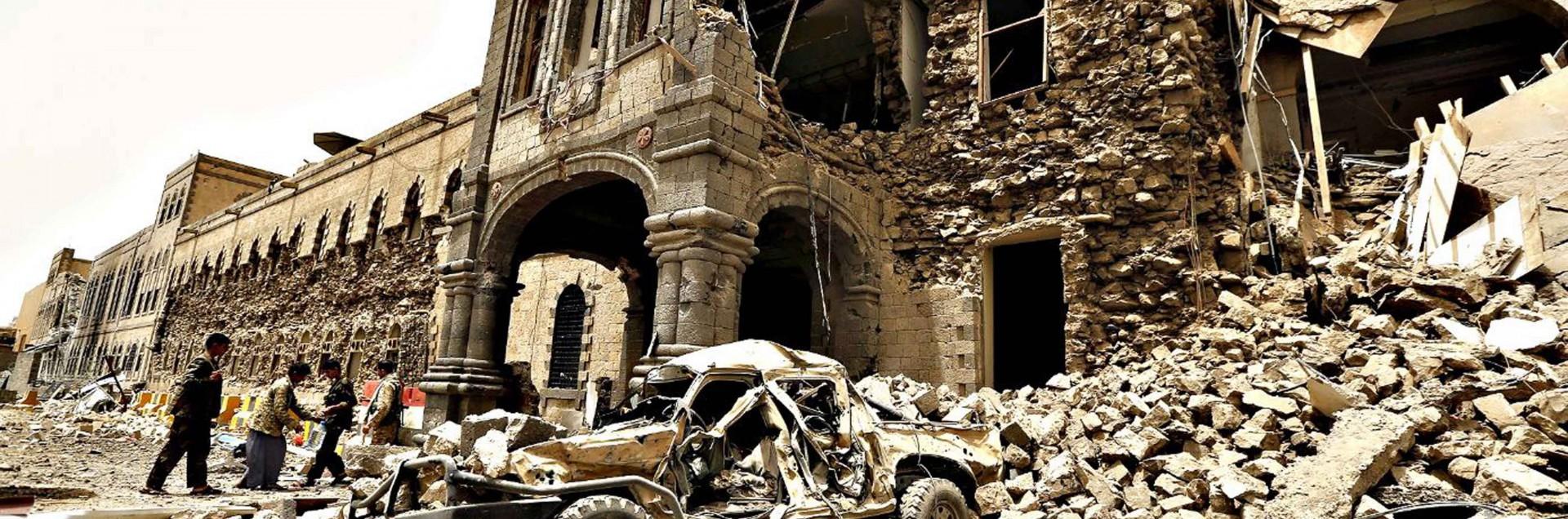 Perché Gentiloni permette<br> i massacri sauditi in Yemen?