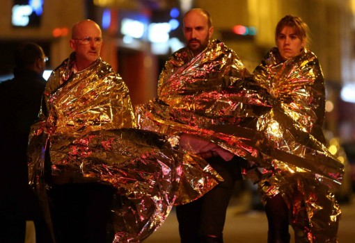 ©PHOTOPQR/LE PARISIEN/ARNAUD JOURNOIS   Paris  13/11/2015 Au moins 120 personnes sont mortes dans une serie d attaques simultanees a Paris et au Stade de France.   Gunmen and bombers attacked restaurants, a concert hall and a sports stadium at locations across Paris on Friday, killing at least 120 people Security forces in front of the Bataclan concert hall