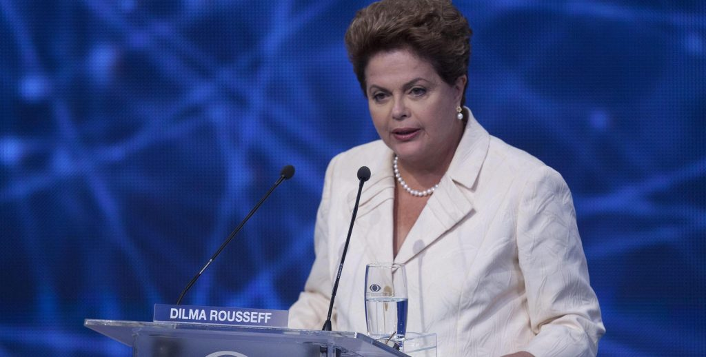 ansa - dilma rousseff - epa04370146 Brazilian president and candidate for re-election for the Workers Party (PT), Dilma Rousseff takes part in the first TV presidential candidates debate in Sao Paulo, Brazil, 26 August 2014. Brazil will hold presidential elections on 05 October 2014.  EPA/Sebastiao Moreira