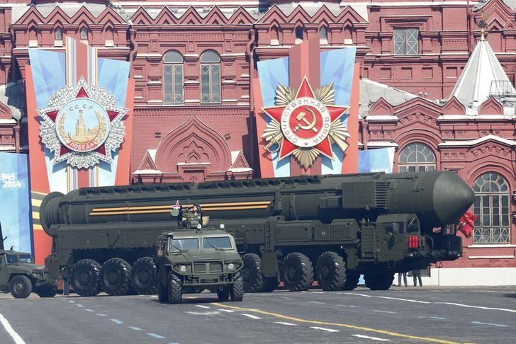 A Russian mobile Topol-M missile launching unit drives during the Victory Day parade in Moscow's Red Square May 9, 2014. REUTERS/Grigory Dukor