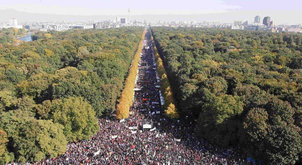 250mila persone in piazza a Berlino per manifestare contro il Ttip