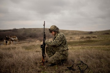 Ukraine; Donbass region; Debaltsavo; 14/03/15  A separatist soldier on the frontline of Debaltsavo is trying an anti-tank rifle of the '50s.