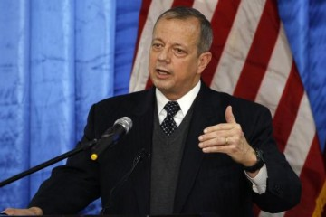 Retired U.S. General John Allen, special envoy for building the coalition against Islamic State, speaks to the media during a news conference at the U.S. embassy in Baghdad January 14, 2015.  REUTERS/Thaier Al-Sudani