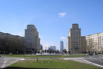 1280px-Strausberger_Platz_Berlin_April_2006_109