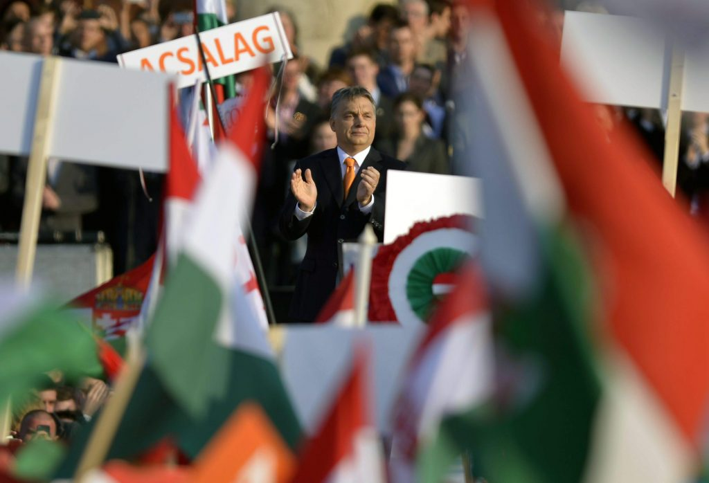Viktor Orban (C), Hungarian Prime Minister and Chairman of the ruling centre-right Fidesz party, applauds during the election rally of Fidesz and its coalition ally Christian Democratic Peoples Party in Heroes Square in Budapest, Hungary, 29 March 2014. The parliamentary elections are held on 06 April 2014 in Hungary.  ANSA/LASZLO BELICZAY
