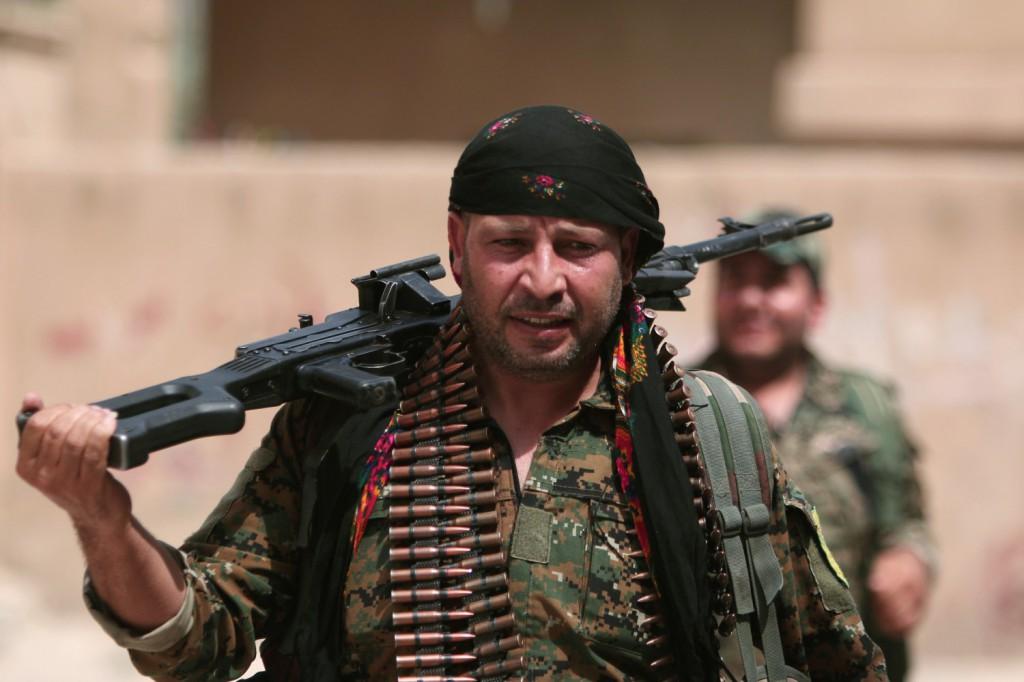 Combattente curdo delle Ypg ad Hasaka