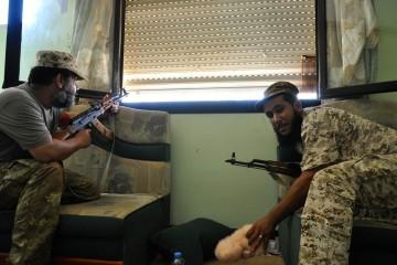 A Sirte si combatte casa per casa per espugnare i due ultimi quartiere in mano all'Isis DSC_0143