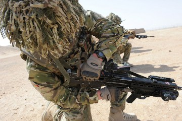 1280px-soldier_from_a_company_1_royal_anglian_checking_his_gun_in_afghanistan_mod_45154068