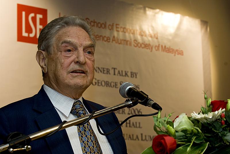 George Soros durante una conferenza in Malesia. Foto da Wikipedia.