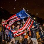 Manifestanti pagati contro Trump
