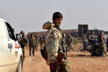 Miliziano pro-Assad a un campo a nord di Aleppo - Xinhua/Yang Zhen