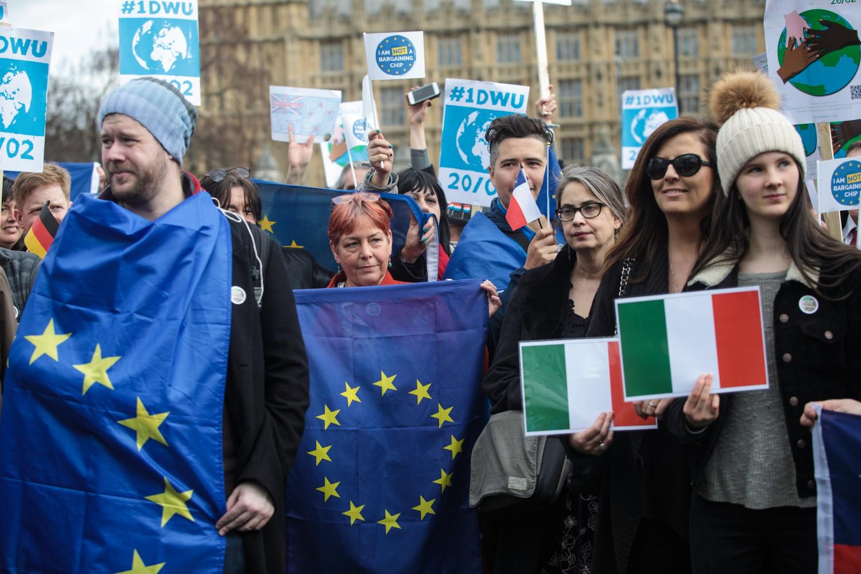 Perché chi rompe paga e i cocci sono suoi. Londra deve essere punita, se l'UE vuole continuare ad avere senso.