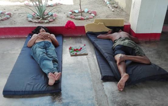 VIAGGIO-DEI-DESPERADOS-albergo-migranti---riposo
