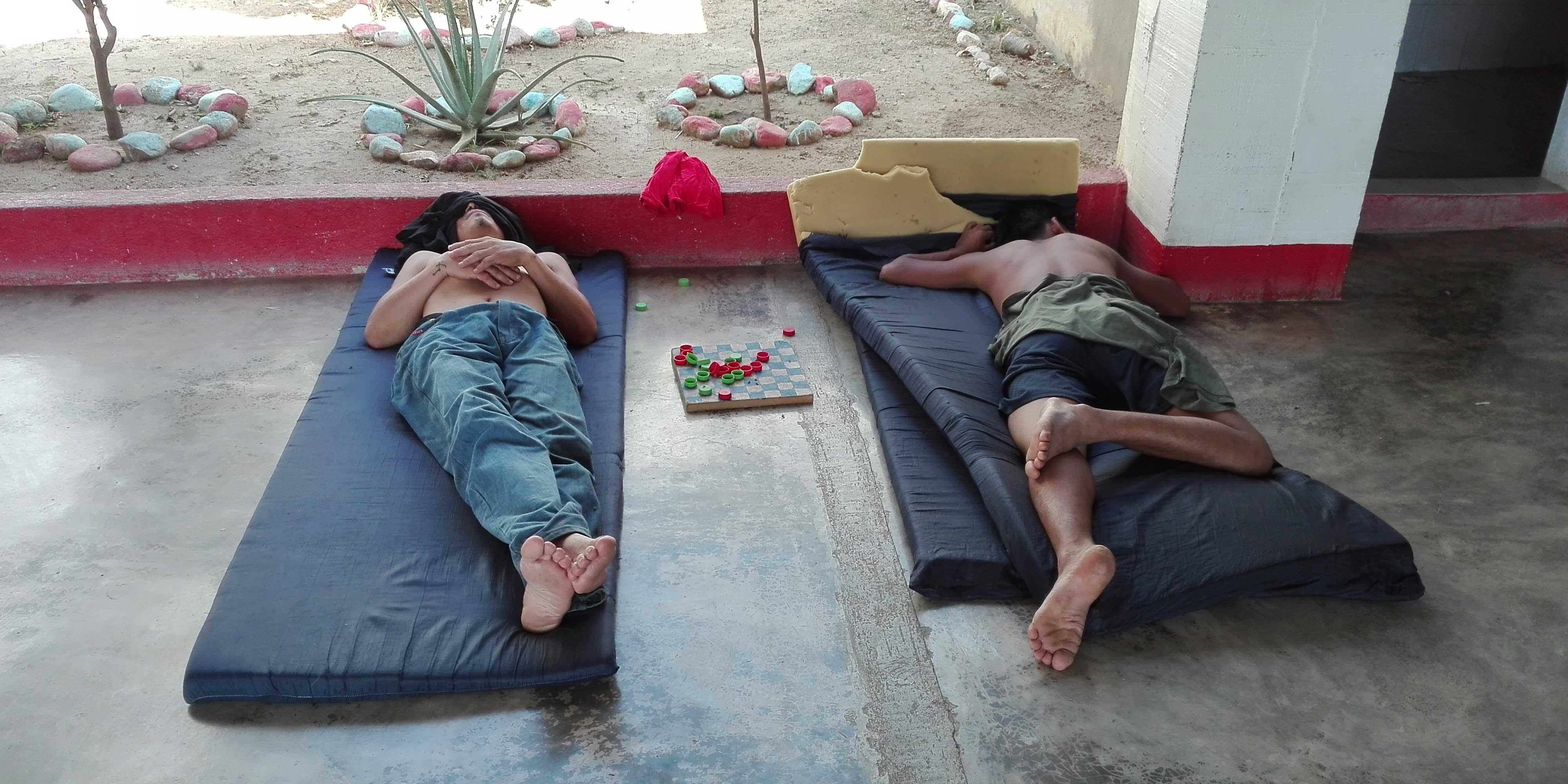 VIAGGIO DEI DESPERADOS albergo migranti riposo