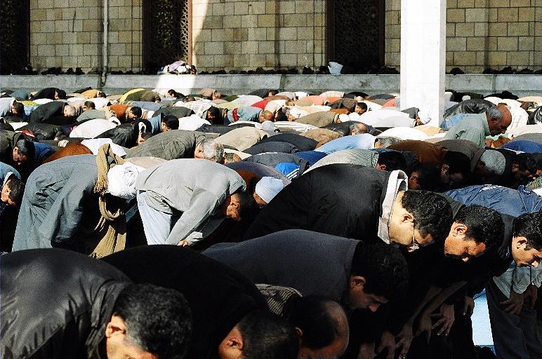 1434130889-musulmani-preghiera