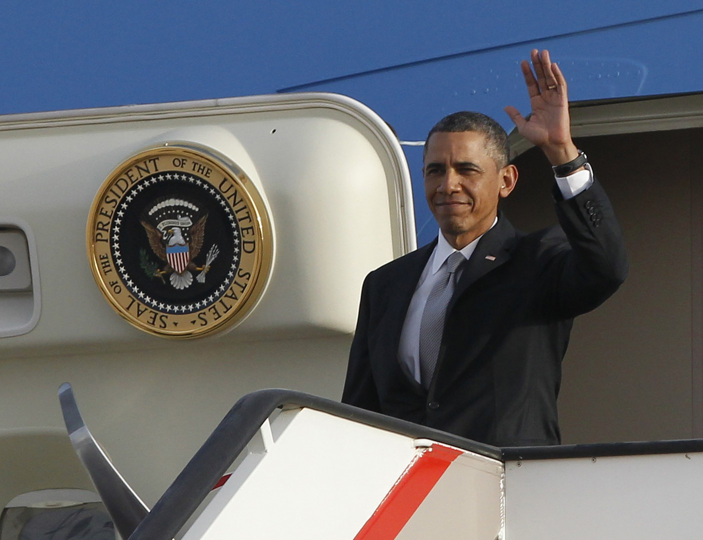 U.S. President Barack Obama arrives at Queen Alia International Airport in Amman March 22, 2013. REUTERS/Jason Reed   (JORDAN - Tags: POLITICS)