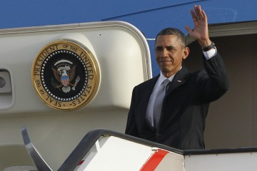 U.S. President Barack Obama arrives at Queen Alia International Airport in Amman March 22, 2013. REUTERS/Jason Reed   (JORDAN - Tags: POLITICS)