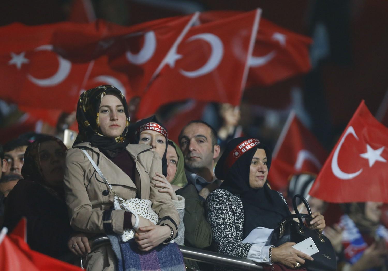 Sostenitori dell'Akp a un comizio per il referendum ad Ankara