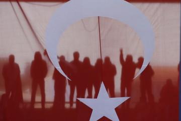 Una bandiera turca esposta durante la commemorazione della battaglia di Canakkale