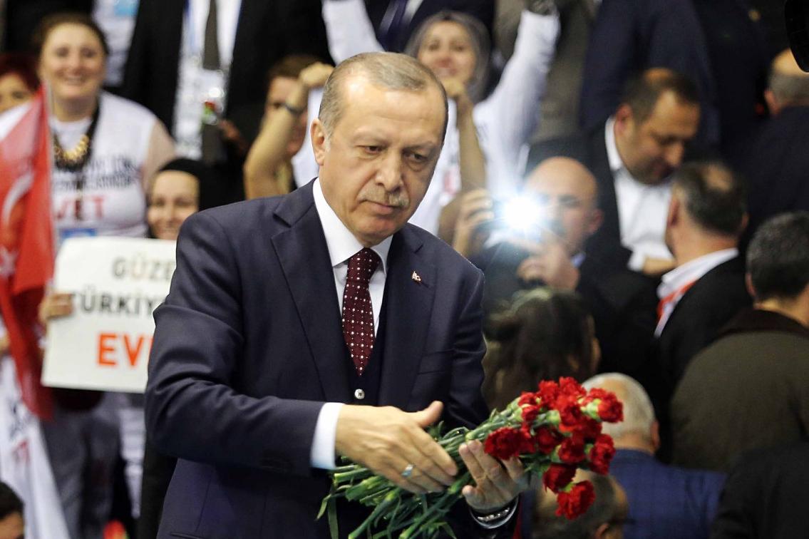 Il presidente turco Recep Tayyip Erdoğan in un comizio per il referendum sul presidenzialismo