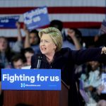 Clinton, scarpe nuove  e Wikileaks