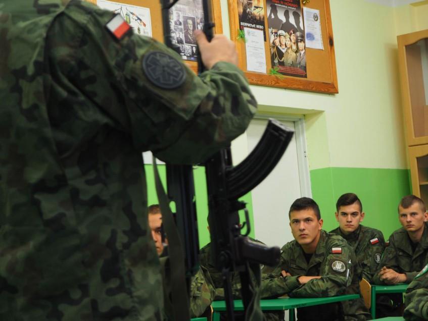 Polonia, le classi in uniforme