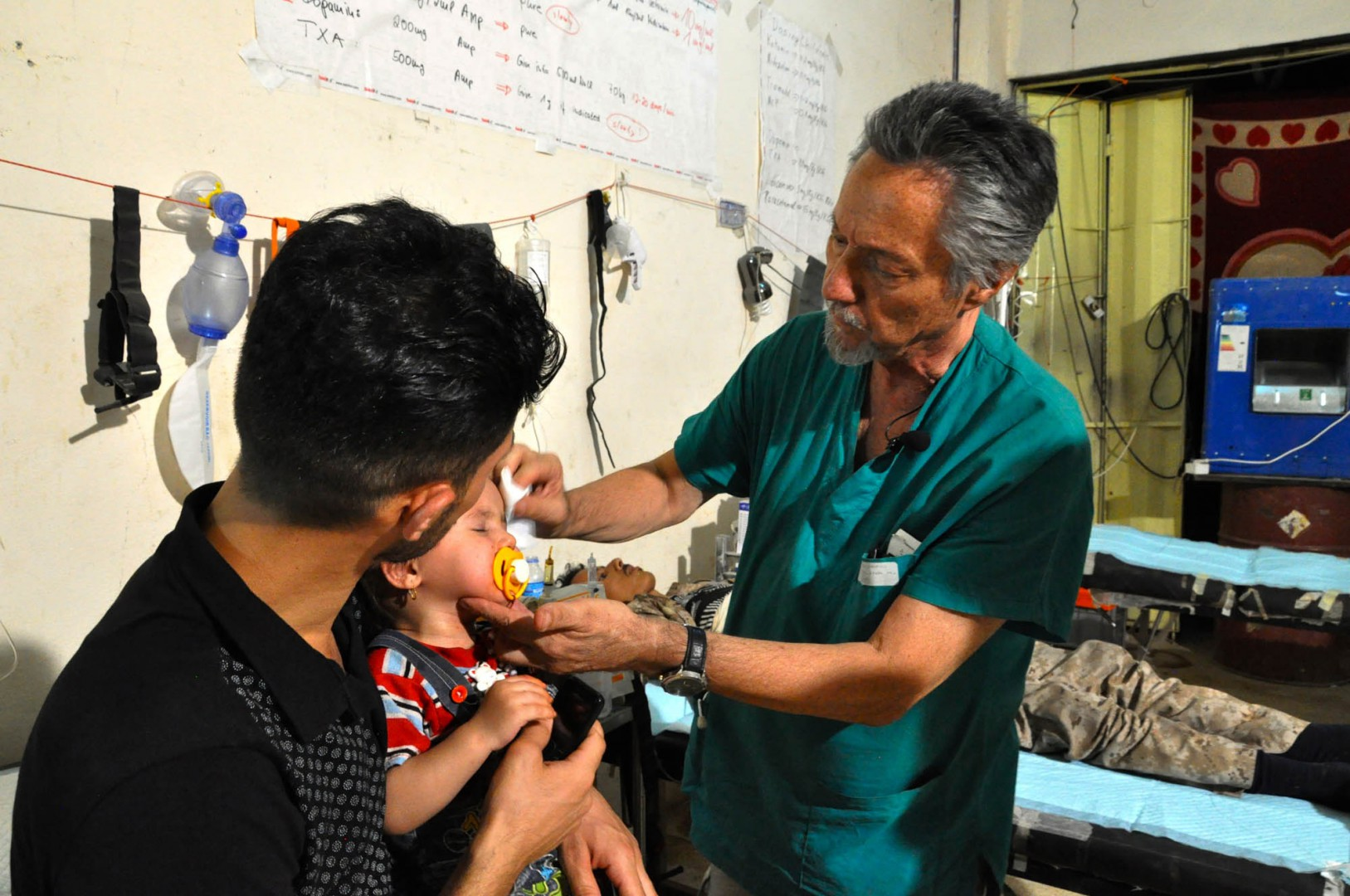 Marino Andolina il pediatra di Road to peace al posto di soccorso avanzato a Mosul