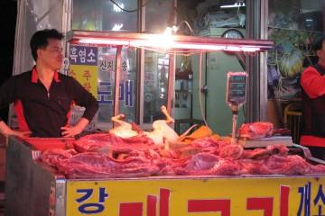 1280px-Dog_meat_at_Gyeongdong_Market