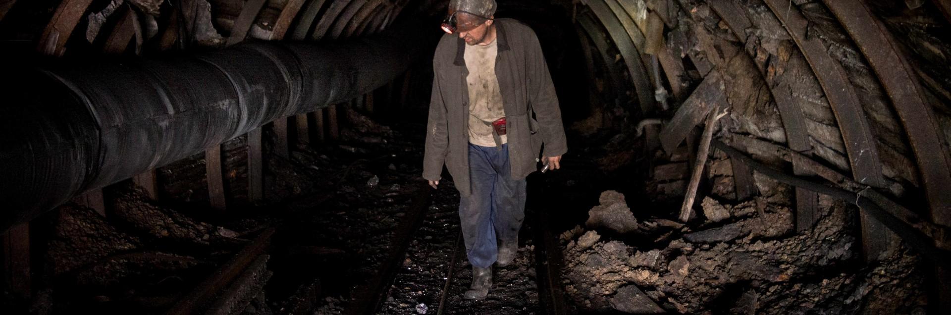 Nelle miniere illegali del Donbass