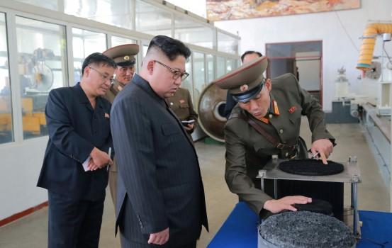 Kim Jong-alla Accademia di scienze della difesa