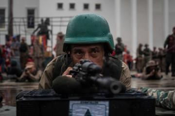 Miliziani venezuelani in addestramento a Caracas