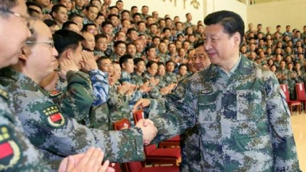 Xi Jinping con esercito cinese