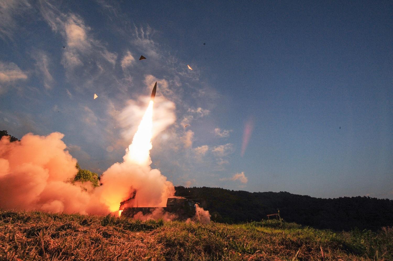 Il missile balistico sudcoreano Hyunmu-2 lanciato durante un'esercitazione