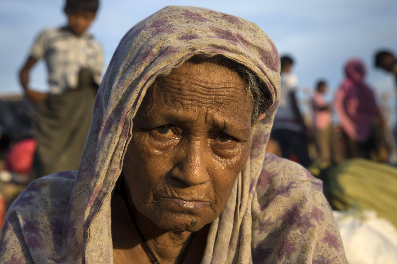 Rifugiati Rohingya sfollano in Bangladesh