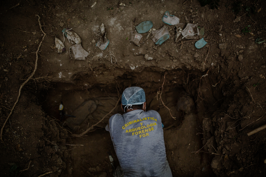 El Salvador, Departamento De La Libertad. Criminologist Israel Ticas working on an excavation site where the body of a 15 years old boy killed by Mara Salvatrucha (MS13) was found.