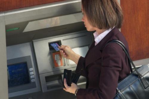 Parte l'assalto della banca francese