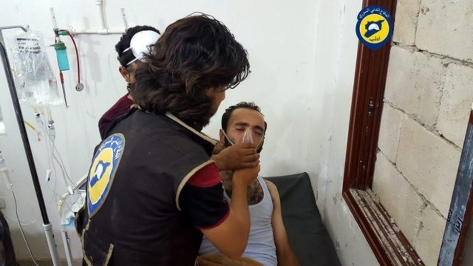 epa05451972 A handout picture made available by the Syria Civil Defense Idlib branch shows a rescue worker giving treatment to a man who was allegedly affected by a chlorine gas canister attack dropped by an unidentified military helicopter, in Saraqeb, Idlib, Northern Syria, 02 August 2016. According to the Syria Civil Defense volunteer group, at least 30 Syrians were affected by a Chlorine gas attack. Chlorine gas use as a weapon is banned by the Chemical Weapons convention. The allegations come one day after a Russian Mi-8 helicopter was shot down on the outskirts of Saraqeb city.  EPA/MOTIE JALAL / SYRIA CIVIL DEFENSE IDLIB / HANDOUT ATTENTION EDITORS : EPA IS USING AN IMAGE FROM AN ALTERNATIVE SOURCE AND CANNOT PROVIDE CONFIRMATION OF CONTENT, AUTHENTICITY, PLACE, DATE AND SOURCE. HANDOUT EDITORIAL USE ONLY/NO SALES