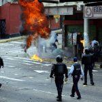 """Quelle notti di terrore in Venezuela: <br> """"Adesso vi stupriamo tutti quanti"""""""