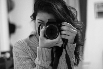 female-photographer-taking-photo (1)
