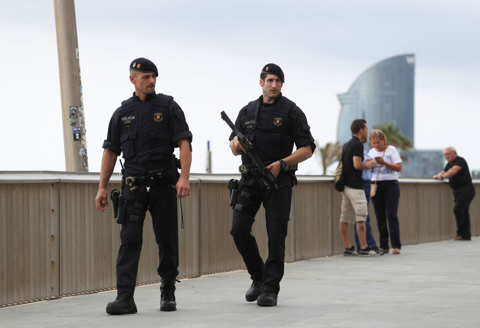 Armed Catalan Mossos d'Esquadra officers patrol along La Barceloneta beach in Barcelona, Spain, August 19, 2017. REUTERS/Sergio Perez